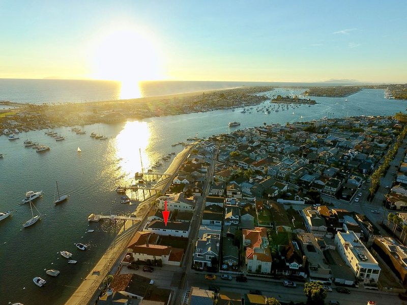 Alluring Balboa Island Bayfront Beach House, holiday rental in Newport Beach