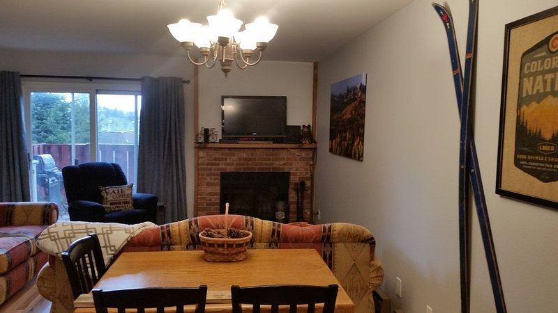 Dillon / Keystone Quiet and Comfortable Townhouse, vacation rental in Dillon