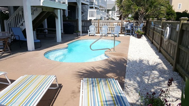 Beautiful 5 Bedroom, 6 Bathroom home with heated Private Pool, vacation rental in Ocean Isle Beach