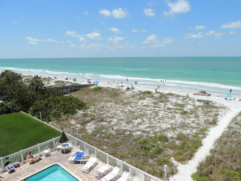 Popular Top Floor, Corner Unit. Beach Gear, Sand & Pool Toys Provided, vacation rental in Indian Rocks Beach