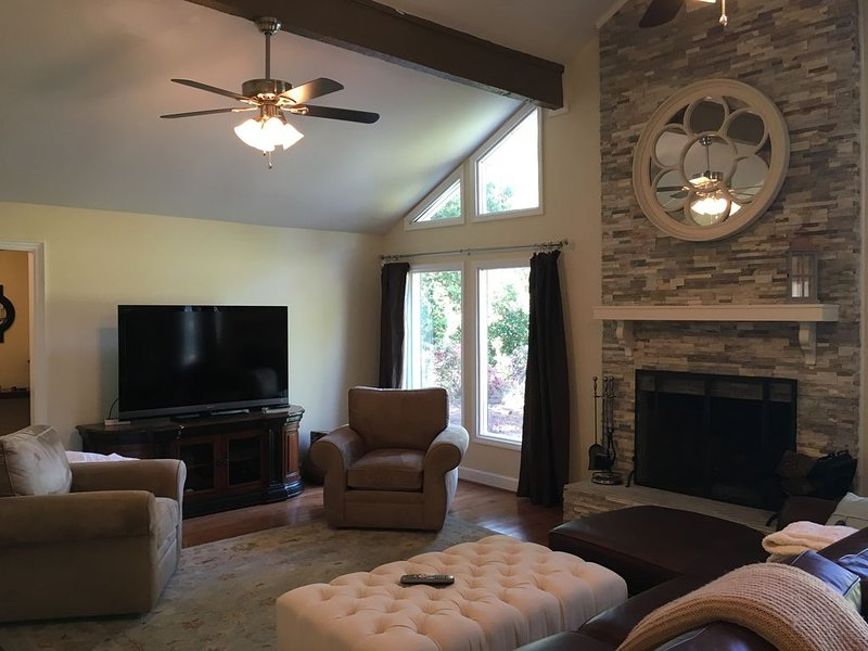 Granite-Hardwood-Completely Renovated, Convenient To Everything.  3 bed 2.5 bath, holiday rental in Martinez