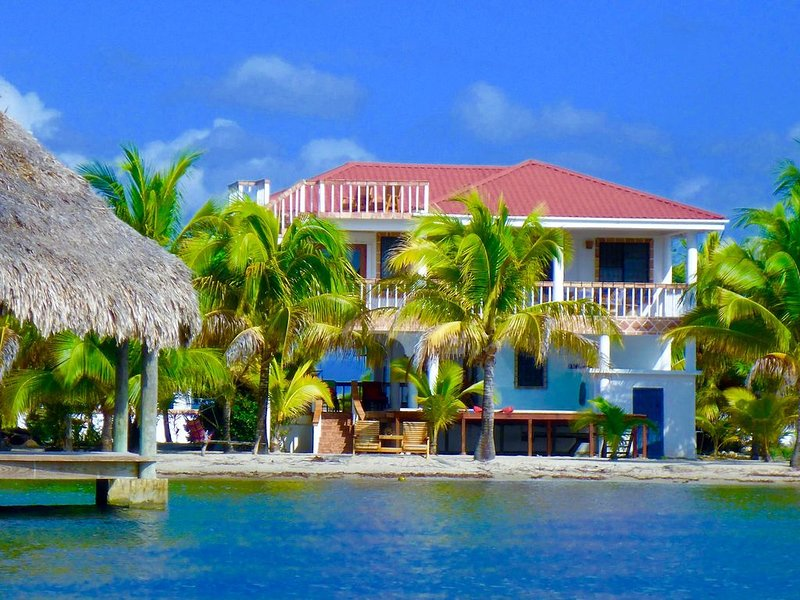 Beach Front, Private Home With Pool, Beach, Oceanfront, Ferienwohnung in Placencia