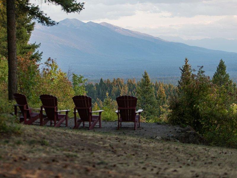The ultimate Montana experience~AMAZING VIEWS, close to town, 20 private acres!, aluguéis de temporada em Creston