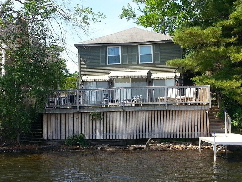 Centrally Located, Dog Friendly, Vintage Lake House With Contemporary Amenities., holiday rental in Southbridge