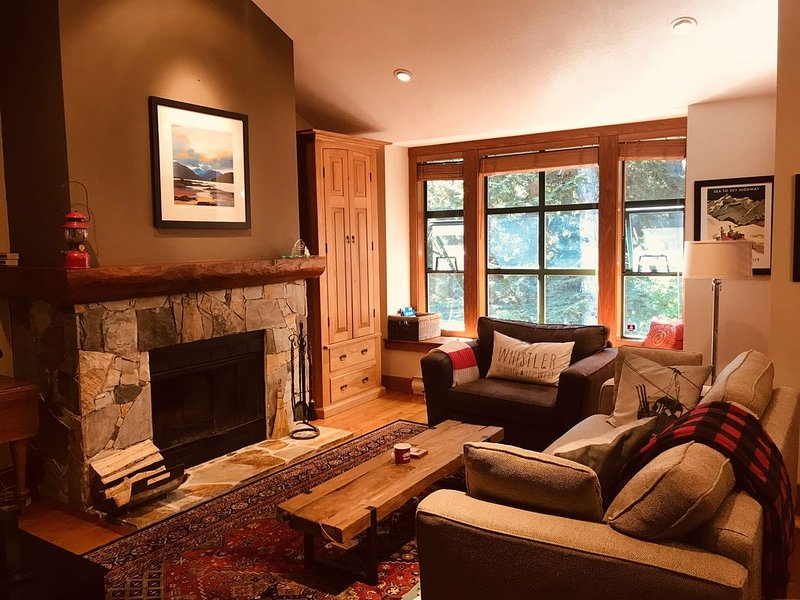 Peaceful, Woodsy Getaway Close to Everything. Casual Elegance for Family Fun, vacation rental in Whistler