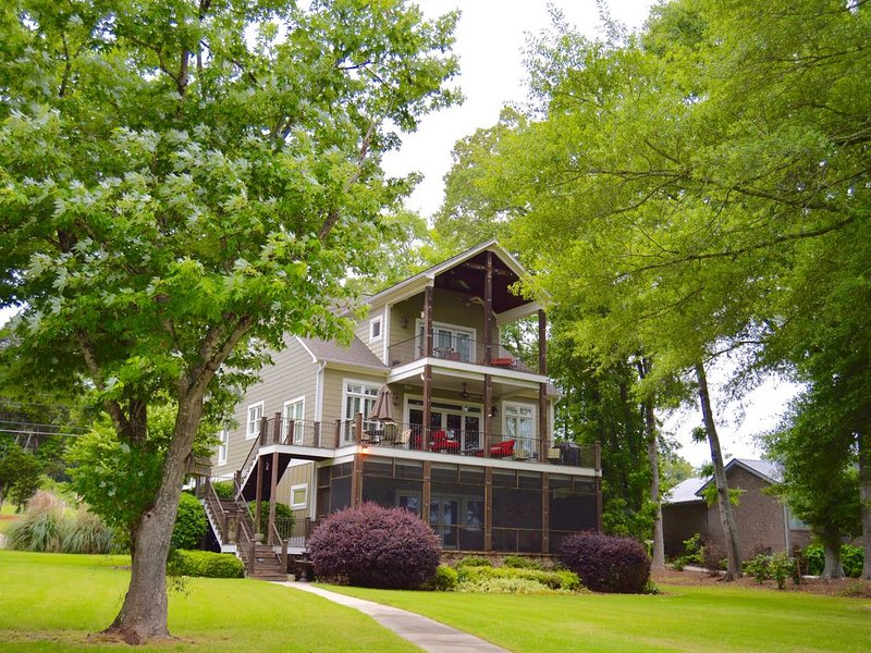 House on Lake Guntersville Main Channel - Near Waterfront Grocery, holiday rental in Grant