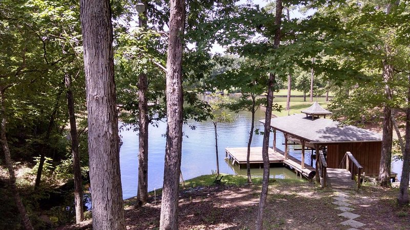 Deep Water Cove, WI-FI, Great Swimming & Fishing (pets allowed)., vacation rental in Milledgeville