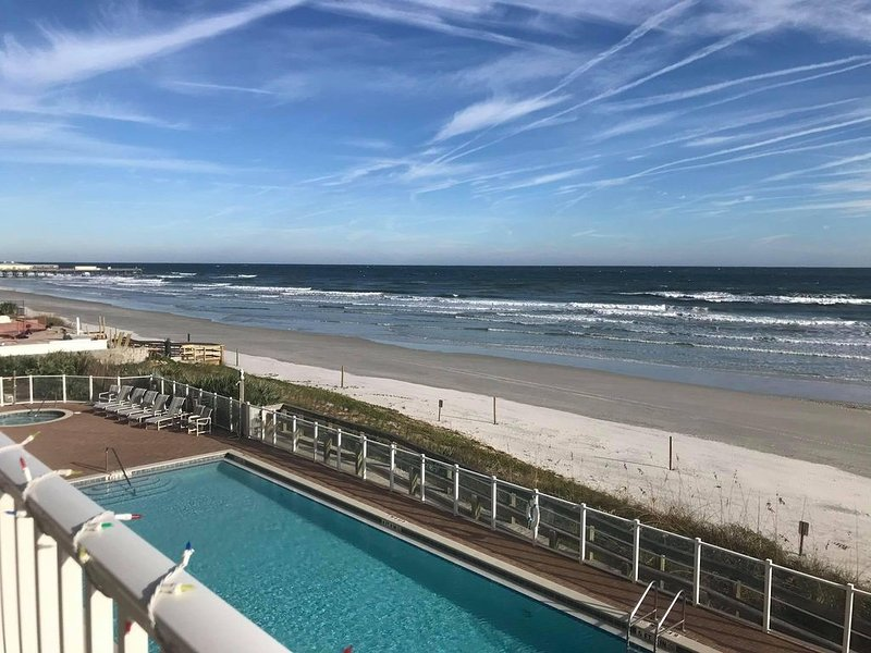 LOOKING FOR A SAFE PLACE FOR XMAS-Stay in our Quiet Condo-Select Weeks Available, holiday rental in Daytona Beach Shores