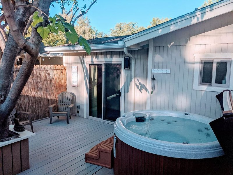 CENTRALLY LOCATED WITH HOT TUB: Zen Hideaway - Your Sedona Oasis Awaits, Ferienwohnung in Sedona