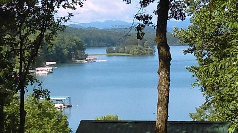We're Open Lake Chatuge Country Cottages Carolina Cottage-Free WiFi, Prem Chnls!, aluguéis de temporada em Hayesville