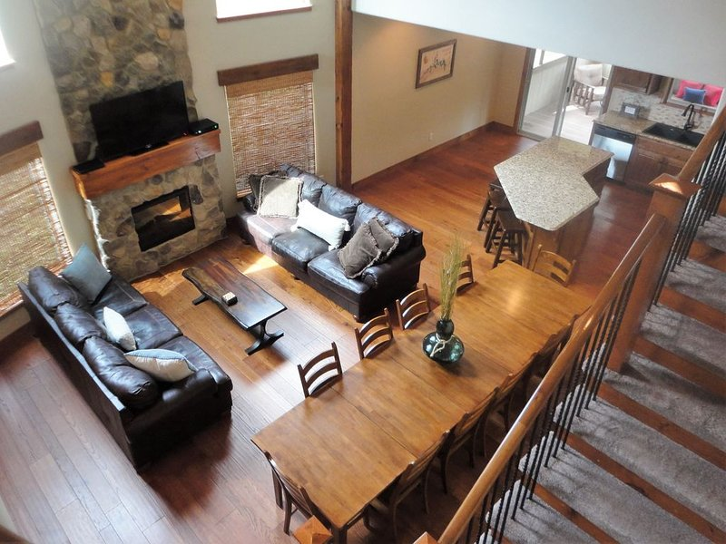 Private Deck & Patio with Hot Tub / ALL King Beds / Zero Entry Pool, holiday rental in Hollister
