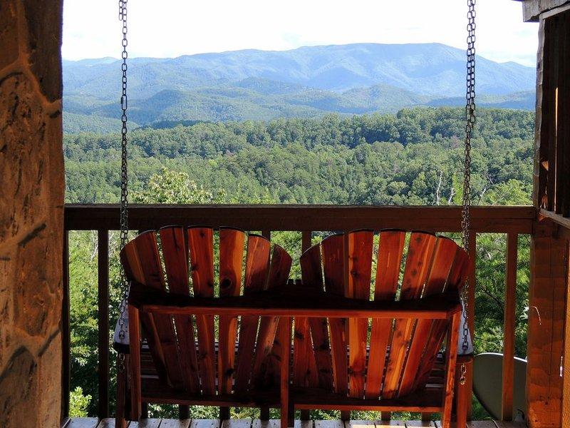 MAR19-22 $100 nt *Knight of My Dreams.Secluded,Breathtaking View,Medieval Luxury, vacation rental in Sevierville