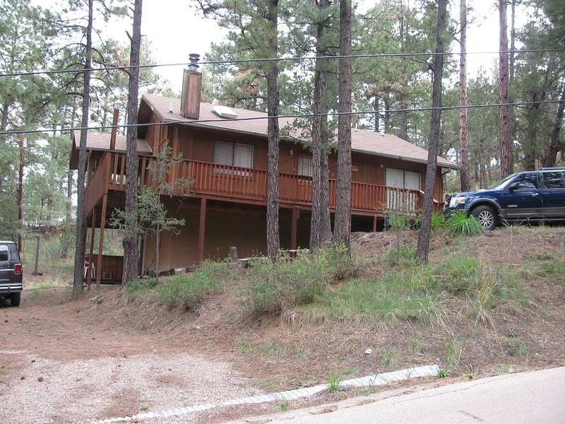 Affordable 4 BR/3 BA Mountain Home with Hot Tub-Sleeps 12., vacation rental in Ruidoso