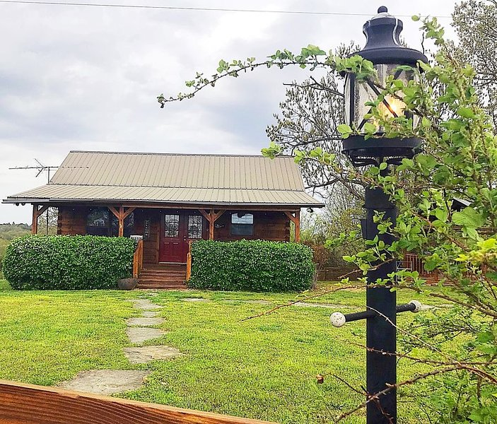 Welcome to Victory Ranch cabin, holiday rental in Harriet