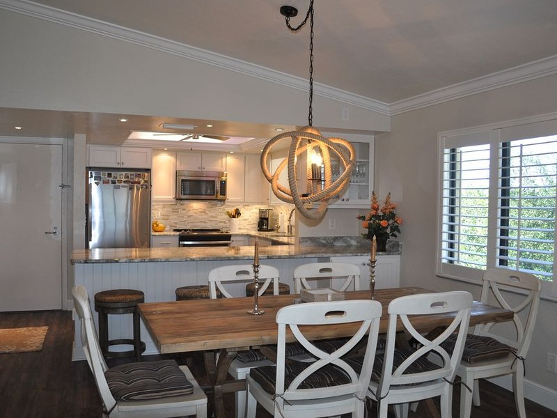 Beautiful Well-Appointed Sanibel Sandpiper Condo Beachfront, vacation rental in Sanibel