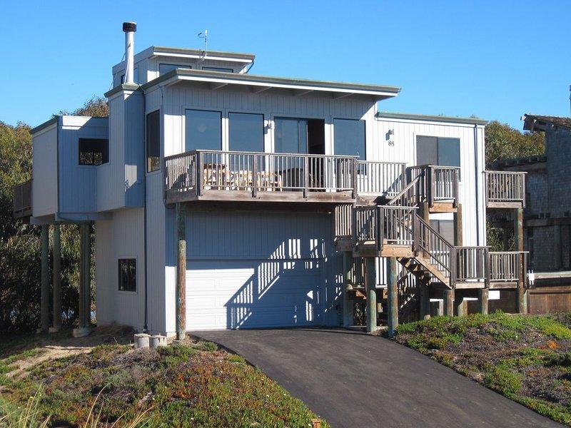 Una foto de nuestra casa tomada desde el acceso a la playa.