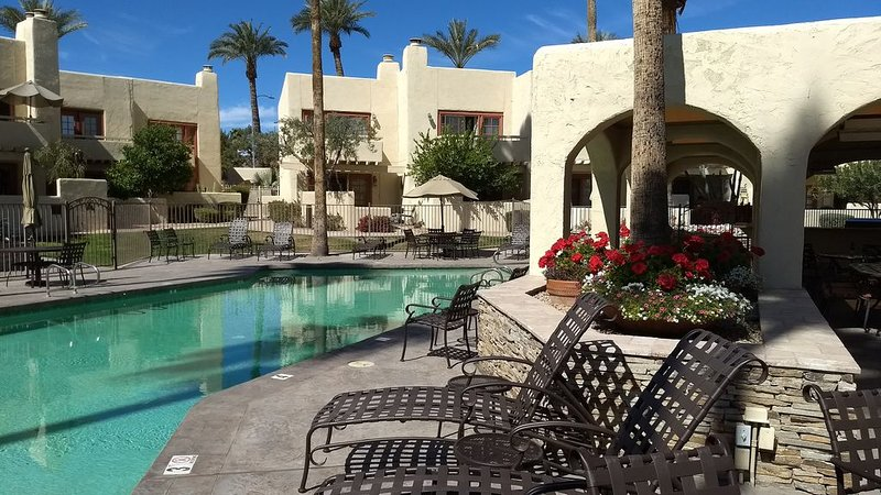 LUXURY 2 BEDRM GEM RIGHT IN THE MIDDLE OF SCOTTSDALE'S FINEST RESORTS & QUIET, vacation rental in Paradise Valley