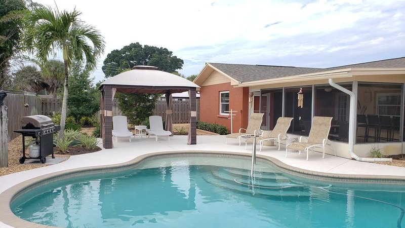 Dog Friendly Pool home, mins to Anna Maria Is & IMG Academy, holiday rental in Bradenton