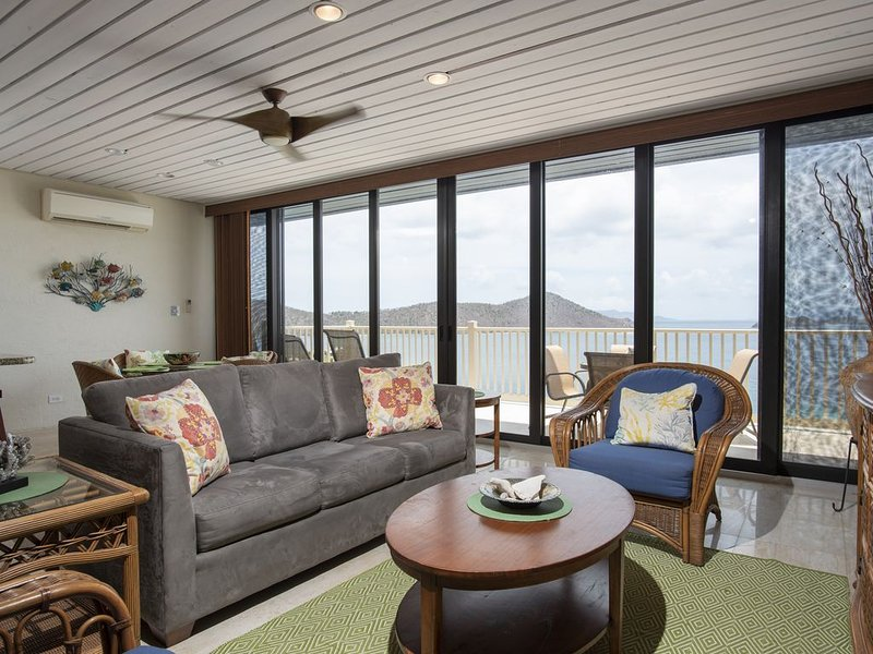 Top floor luxury, 2 full baths, near pool, Lower $ avail. for longer stays.A1, Ferienwohnung in Smith Bay