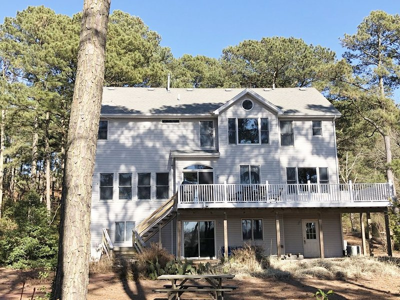BAYFRONT ESCAPE -BAYFRONT/BEACHFRONT. Private Beach Access from the backyard! – semesterbostad i Cape Charles