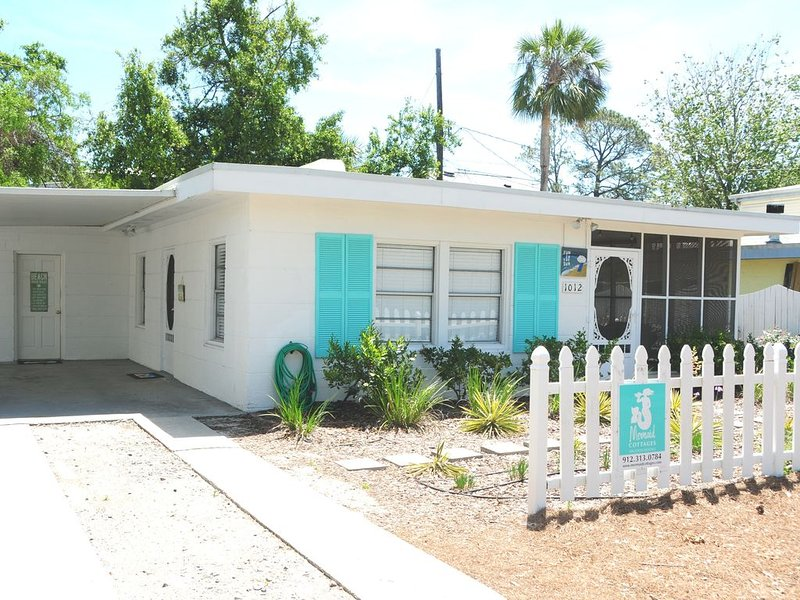 Made in the Shade! Pet Friendly, Ground Level!.Wonderful Screened Porch!, holiday rental in Tybee Island