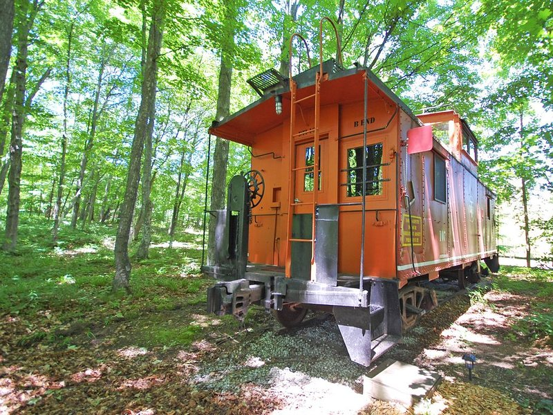 Historic, Restored Caboose at the Base of the Sleeping Bear Dunes! Acc: 2, alquiler vacacional en Empire