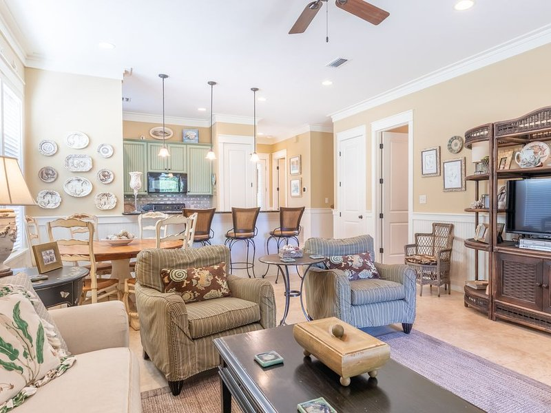 Family Bungalo-sleeps 10 / Golf Cart included / Located Across from Pool, holiday rental in Sandestin