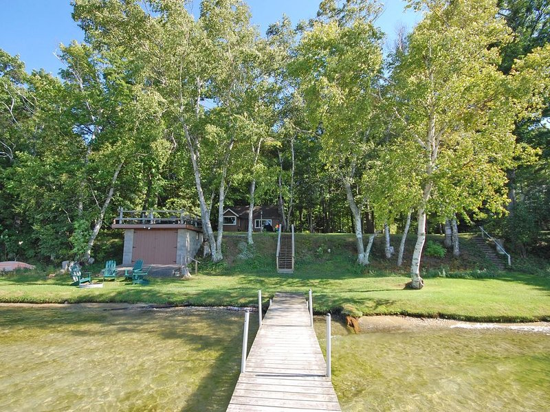 2 Charming Cottages - Big Glen Lake; Acc: 12, holiday rental in Maple City
