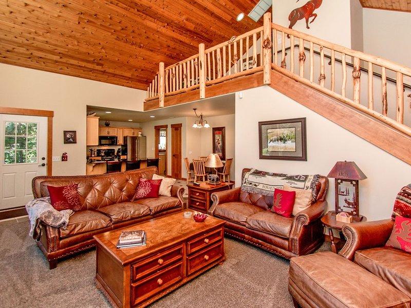 Upscale Cabin in Roslyn Ridge *Free Nights* Summer Pool, vacation rental in Ronald