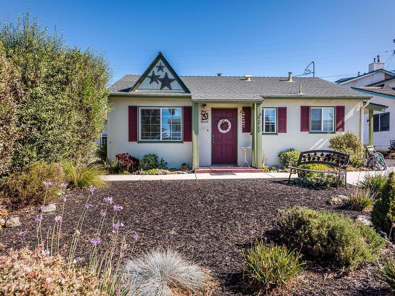 Cozy Family Vacation Home.Winter/Holiday Ready Short Drive To The Beach, vacation rental in Morro Bay