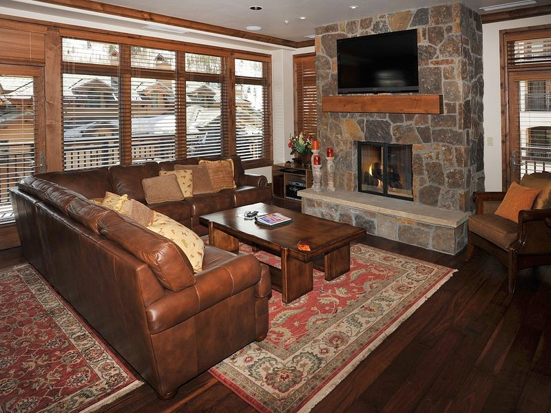Ski-In Ski Out Penthouse in Lionshead! Large Luxury Home w/ Amenities and Views, alquiler de vacaciones en Vail