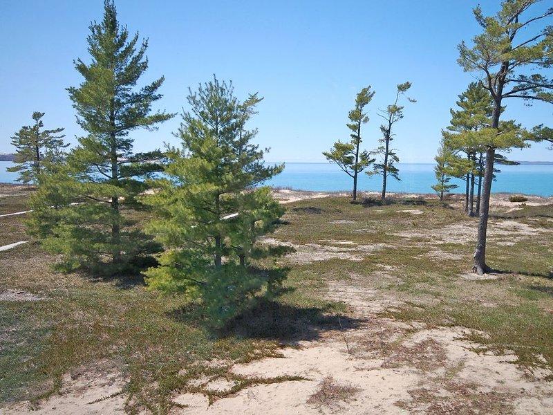 Lovely Lake Michigan Beachfront Condo - 2B/2B In Glen Arbor!, aluguéis de temporada em Glen Arbor