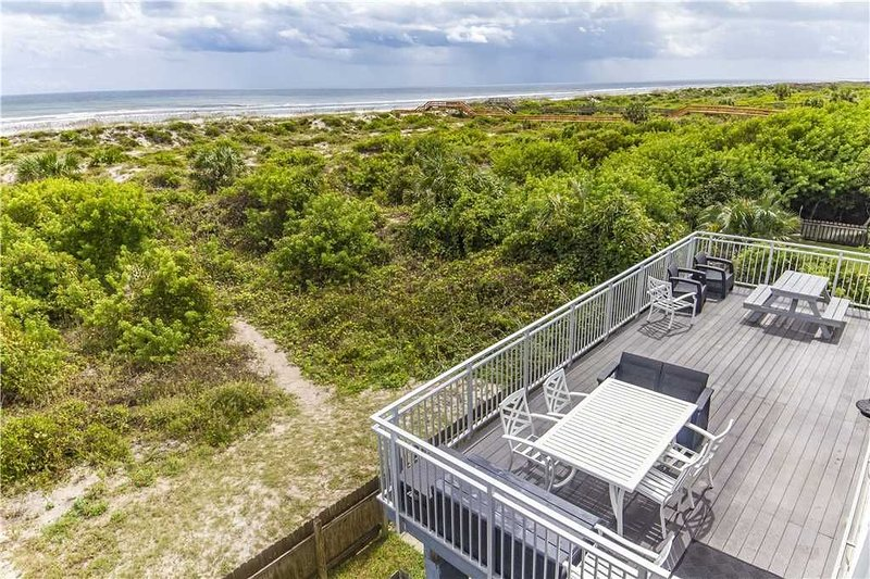 Wonderful Direct Ocean front home with private trail to the beach!, location de vacances à Crescent Beach