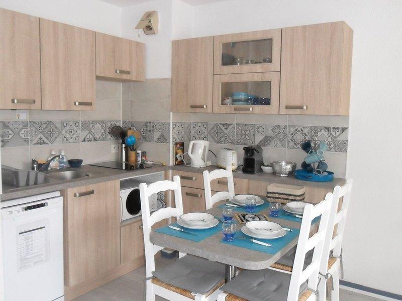 Treboul appartement 30m2 tout équipé proche plage et thalasso, holiday rental in Treboul