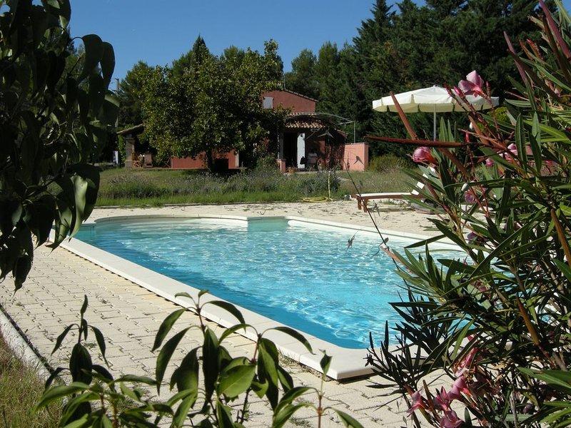 Villa au calme avec piscine en plein coeur du Luberon, holiday rental in Gargas