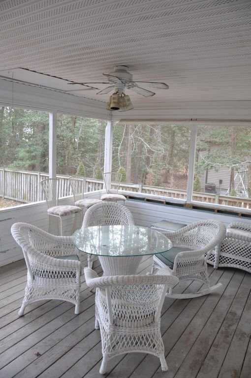 Screened-in porch 2