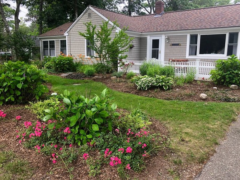 Close-to-all, yet quiet and relaxing Cape Cod getaway!, holiday rental in Yarmouth