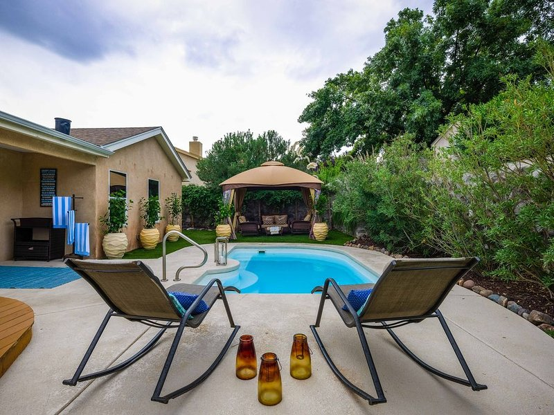 Desert Pool Oasis located in the heart of Las Cruces, casa vacanza a Las Cruces