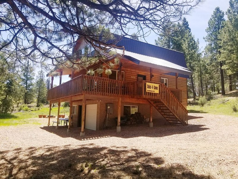 3 BDRM comfy cabin - centrally located to Bryce & Zion. Near Duck Creek, casa vacanza a Hatch