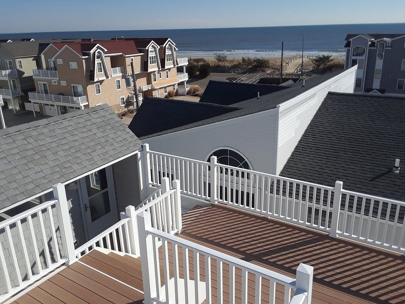 4 BR Beach Block Townhome with Roof Deck and Ocean Views, holiday rental in Sea Isle City
