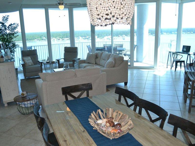 Rare condo w/ Gulf and Bay Balconies! 2 King bed Master Suites Both w/ Gulf View, aluguéis de temporada em Gulf Shores