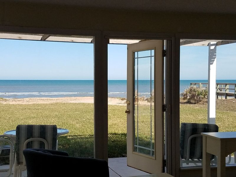 Gorgeous OCEAN FRONT residence directly on the ocean!, holiday rental in Ormond Beach