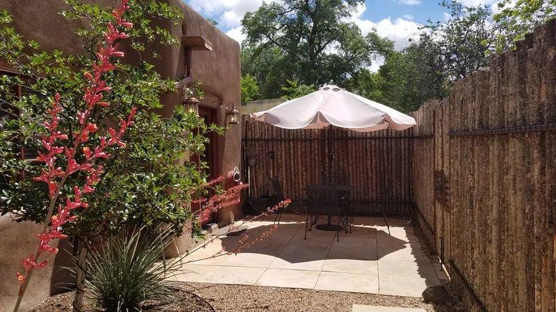 So Close! Perfect Southwest Casita 3 Blocks Plaza, 2 to O'Keeffe - Casita Ristra, holiday rental in Santa Fe