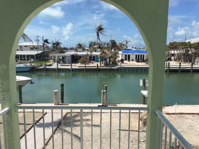 ***Just reduced*** 3BR/2BA Canal side duplex with Cabana Club membership, vacation rental in Key Colony Beach