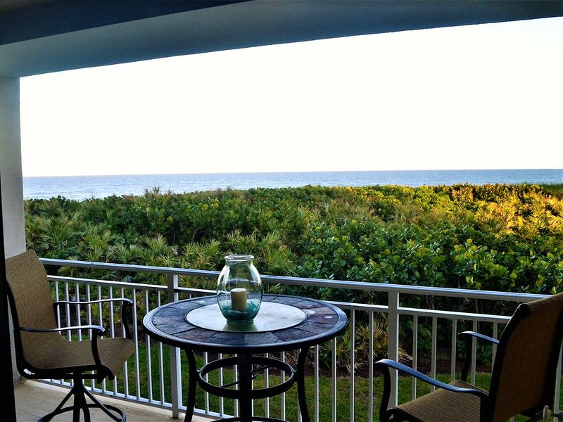 The View at the Pelican - Oceanfront Oasis on Hutchinson Island - Stuart, FL, casa vacanza a Stuart