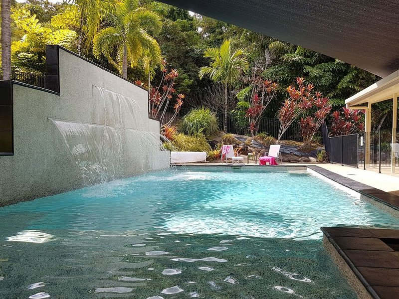 Space, comfort & privacy for Family get-togethers - Relax and enjoy your holiday, alquiler vacacional en Redlynch