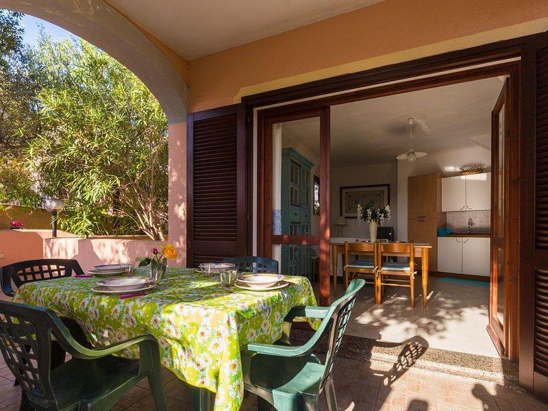 Casa con giardino a 2 PASSI DAL MARE, casa vacanza a Malamurì