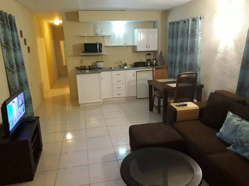 G & M Apartment with terrace and nearby beaches and attractions, holiday rental in Santa Catharina
