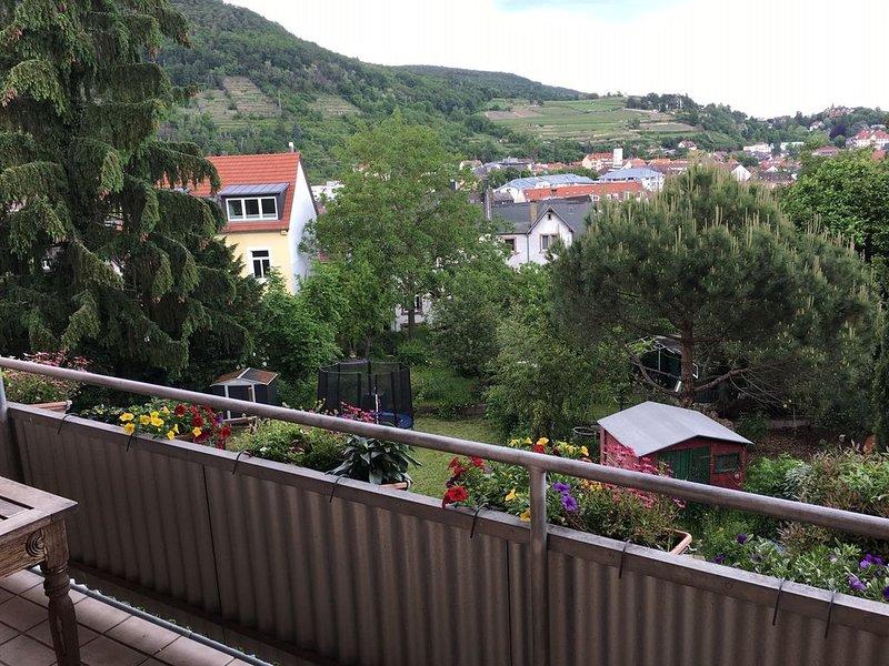 2 Etagen- Wohnung mit traumhaftem Blick für Paare, Kleingruppen und Musiker, holiday rental in Rhodt unter Rietburg