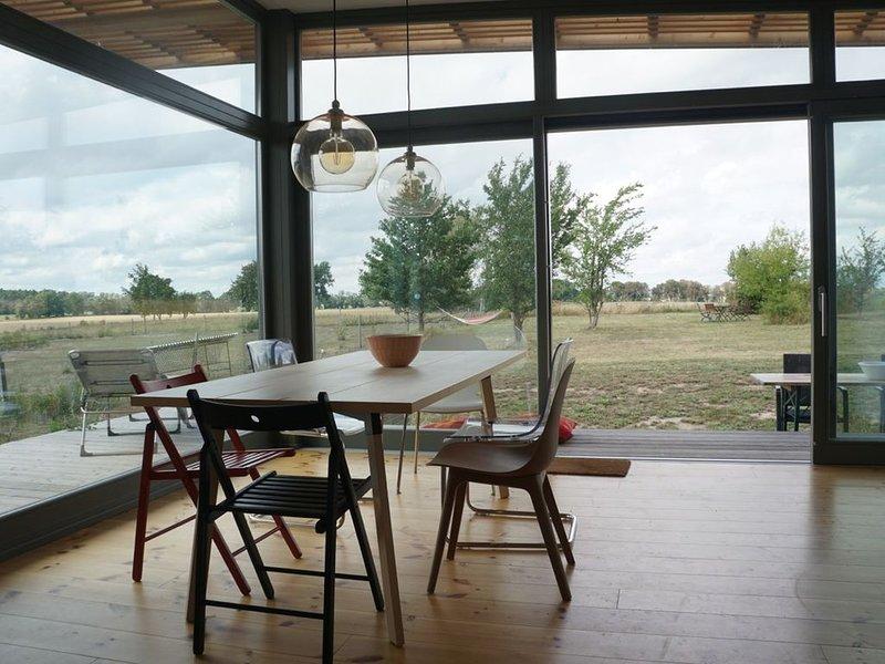 Design Holzhaus mit weitem Feldblick in der Märkischen Schweiz, holiday rental in Markisch Buchholz